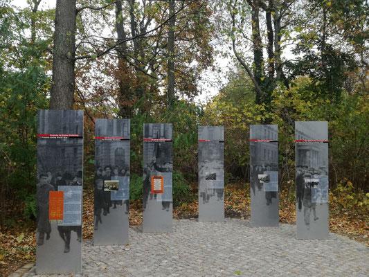 Friedhof der Märzgefallenen - Dokumentationsstelen 1918
