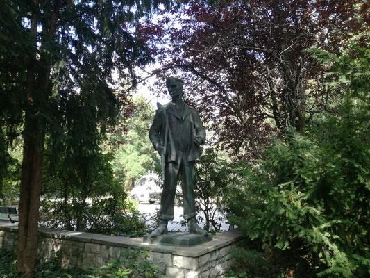 Friedhof der Märzgefallenen - Figur des Arbeiters