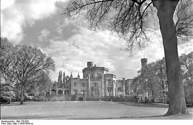 Schloss Babelsberg circa 1928- 1944  - @Bundesarchiv, Bild 170-020 / Max Baur- WikiCommons  CC-BY-SA 3.0