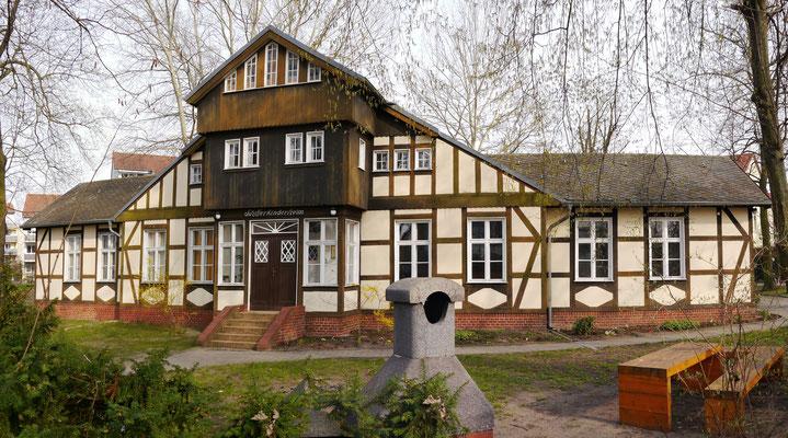 Ehemaliges Schifferkinderheim Teltow - Andreas Lippold, CC BY-SA 3.0 via Wikimedia Commons