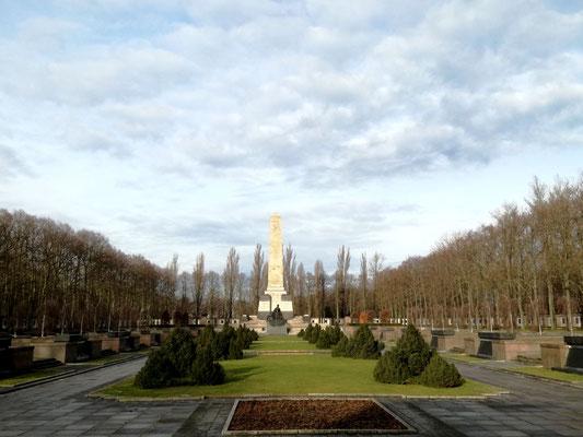 Ehrenhain - Sowjetisches Ehrenmal Schönholzer Heide