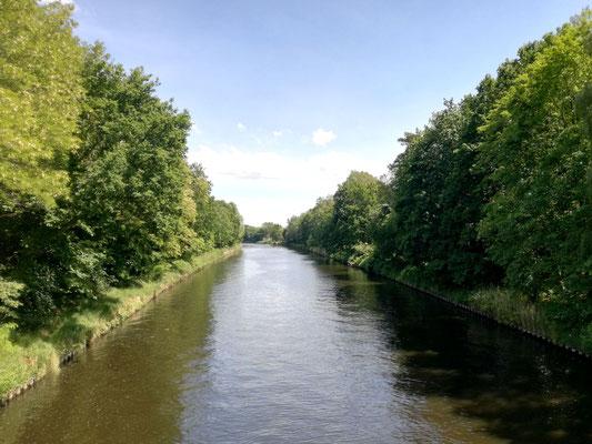 Blick von der Rammrathbrücke auf den Teltowkanal