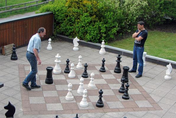 Unser Schachbrett hinter dem Haus