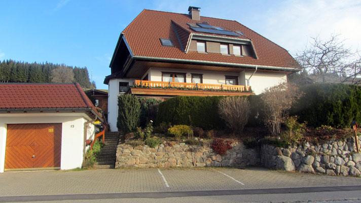 Eingang an der Dorfstraße