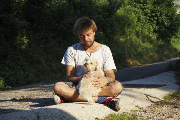 The Rock Hobbit found a new friend at our temporary home in Pennabilli, Italy