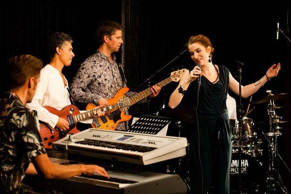 Leo Will & Band - Foto: Bernd Mummenthey