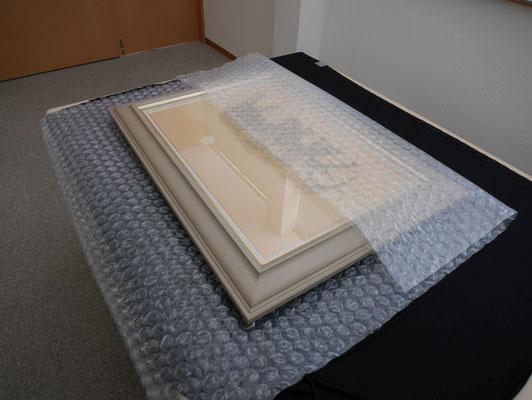 EP-100(大粒)のカット品です。絵画のような、より高い緩衝性能を求められる梱包に最適です。