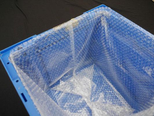 ガゼット袋を箱の内側に配置した様子。