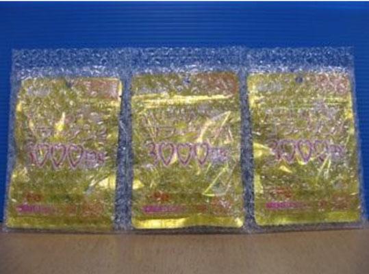 サプリメントを連袋(三連袋)で梱包した様子。