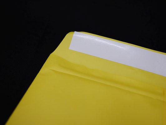 剥がしやすい封かんテープ付き。