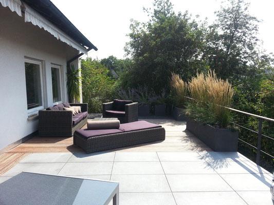 Dachterrasse Holzterrasse Holzdeck mit Lounge Outdoormöbel
