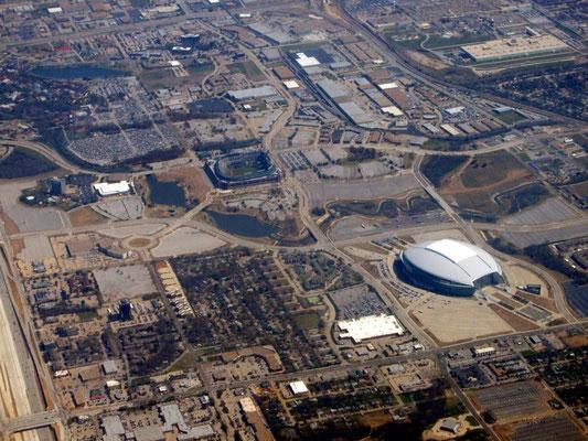 AT&T Stadium (Dallas Cowboys) und Globe Life Park (Texas Rangers) in Arlington, TX