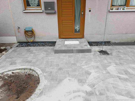 Neugestaltung eines Vorgartens - Pflasterarbeiten mit Granit