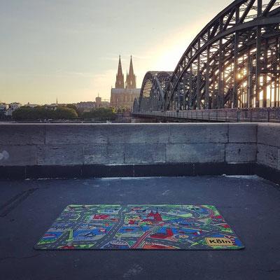 Kölner Dom & Hohenzollernbrücke - Spielteppich Köln - deinspielteppich.de