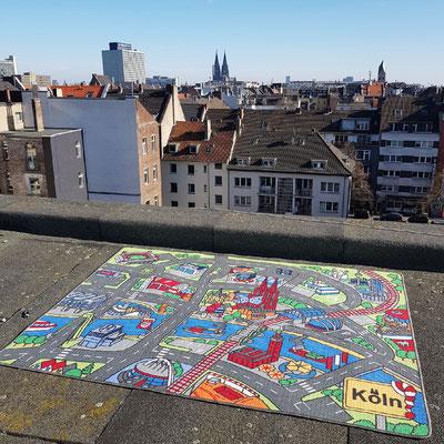 Kölner Dom aus der Ferne - Spielteppich Köln - deinspielteppich.de