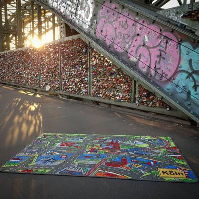Liebesschlösser Hohenzollernbrücke - Spielteppich Köln - deinspielteppich.de