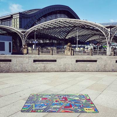 Köln Hauptbahnhof seitlich - Spielteppich Köln - deinspielteppich.de