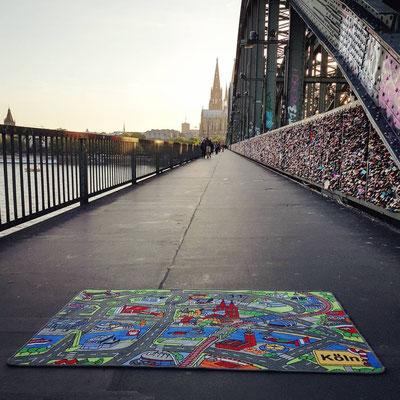 Hohenzollernbrücke - Spielteppich Köln - deinspielteppich.de