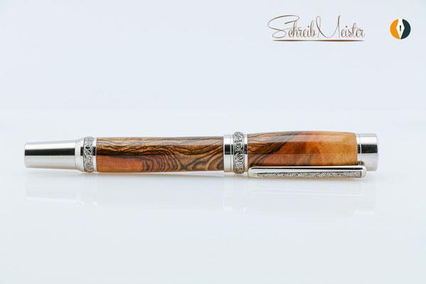 Gedrechselter Füller aus Apfelholz - gegen die Maserung gedrechselt