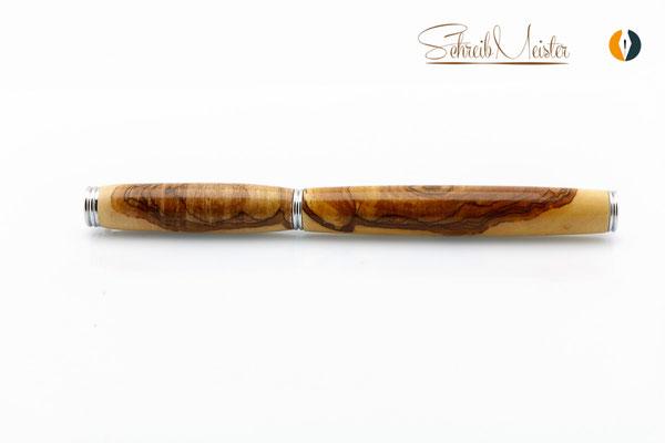 Gedrechselter Rollerball aus Apfelholz - gegen die Maserung gedrechselt