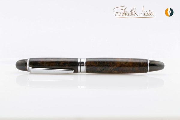 Gedrechselter Kugelschreiber aus gealteter Eiche, ähnlich Mooreiche