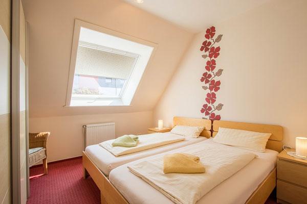 Doppelbett 2,00 x 2,00, Federkernmatratzen
