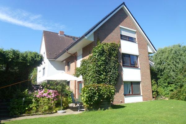 Blick auf das Haus vom Garten aus