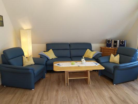Couch und 2 Sessel plus einem Schwingstuhl
