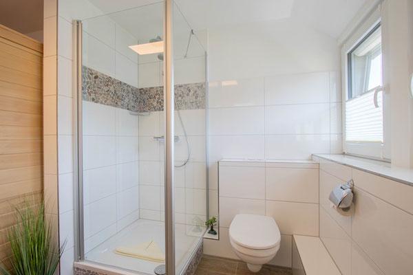 Großes neues Duschbad mit 3 Fenstern