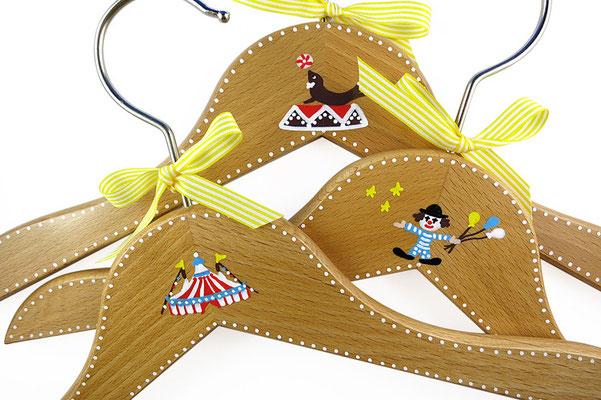 Kinderkleiderbügel handbemalt - Zirkus