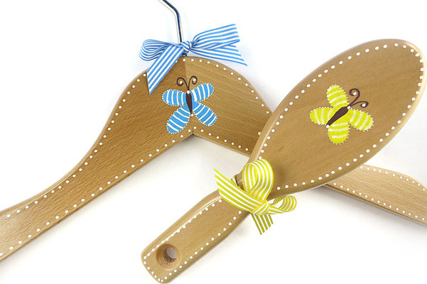 Kinderkleiderbügel und Bürste handbemalt - Schmetterlinge