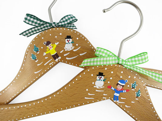 Kinderkleiderbügel handbemalt - Schneekinder