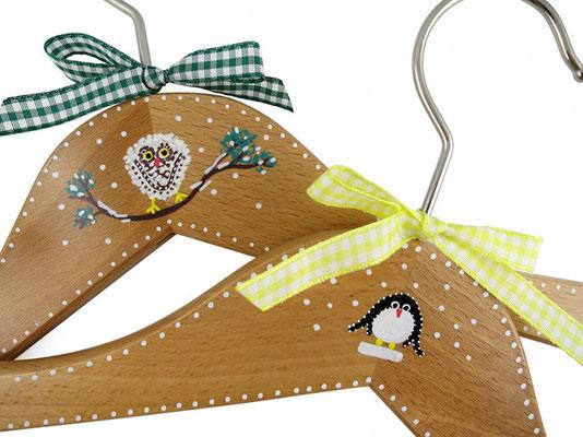 Kinderkleiderbügel handbemalt - Schnee-Eule und Pinguin