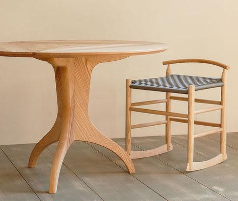 Tisch und CUROS - balance aus Esche