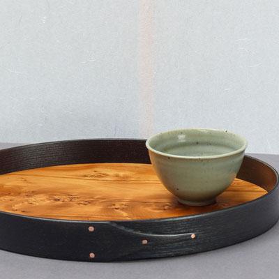 schwarzes tea time Tablett mit Eibe-Boden