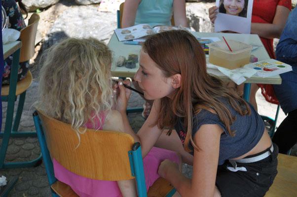 Besonders bei den Jüngeren sehr beliebt: das Kinderschminken