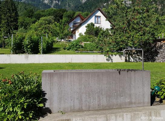 Eingefärbter Betonbrunnen, Malans