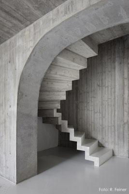 Zugang zu Treppenhaus aus Beton, Fläsch