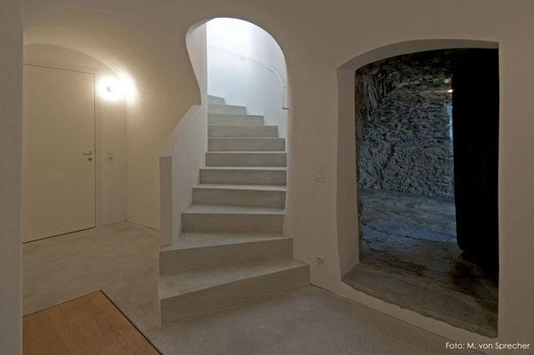 Geschwungene Kalk-/Zementtreppe, Fläsch