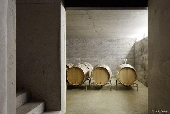 Stampfbeton als tragende Aussenwand in Weinkeller, Fläsch