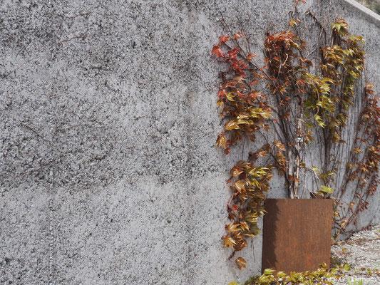 Gartenmauer aus Stampfbeton, Fläsch