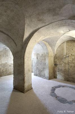Gewölbekeller mit eingefärbtem Betonboden, Malans
