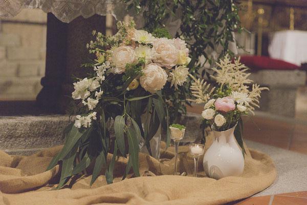 bodas miraMeh-iglesia-altar-detalles-B&U