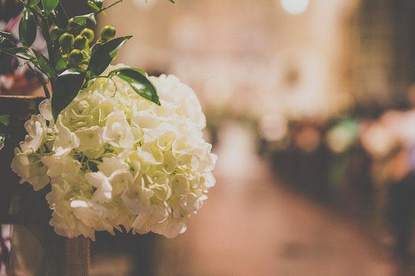 bodas miraMeh-iglesia-pasillo-detalles-B&U