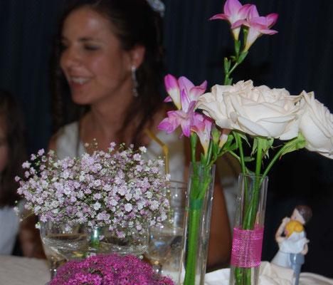 boda-gema&alberto-centro-paniculata-rosa-pétalos-fressia