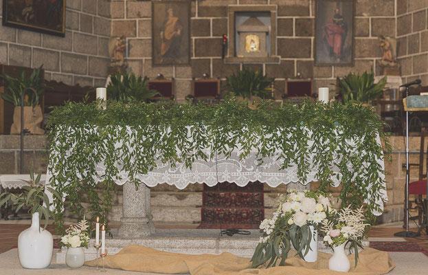 bodas miraMeh-iglesia-altar-B&U