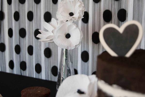 fiesta-banco&negro-flores-papel-mesadulce