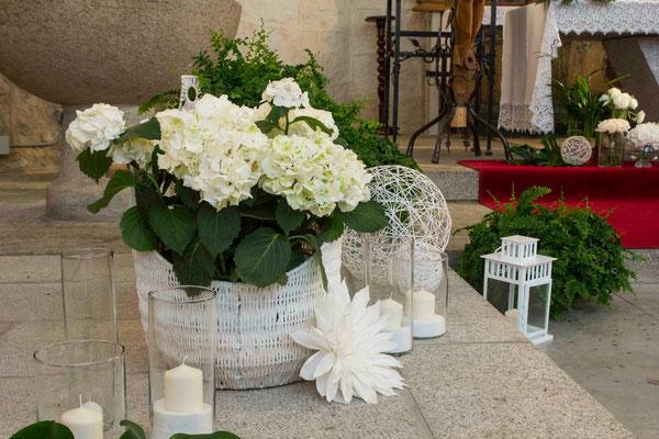 boda-aurora&pablo-iglesia-hortensias-hiedra-altar-dalia-papel-velas-farolillos