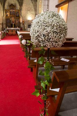 boda-aurora&pablo-iglesia-hortensias-hiedra-paniculata-bolas