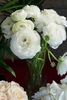 boda-aurora&pablo-iglesia-hortensias-hiedra-altar-dalia-papel-velas-farolillos-ranunculos